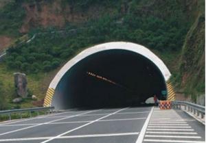 高速上隧道内禁止超车,前车速度慢怎么办?交警说出正确办法插图